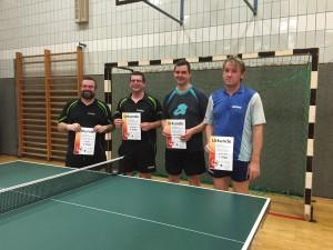 Zu sehen sind v.l.n.r.: Rudi Rösch (3. Platz), Matthias Rösch (2. Platz), Christian Faßbender (ebenfalls 3. Platz) und Stefan Haußner (1. Platz und damit Vereinsmeister im Einzelwettbewerb 2015)
